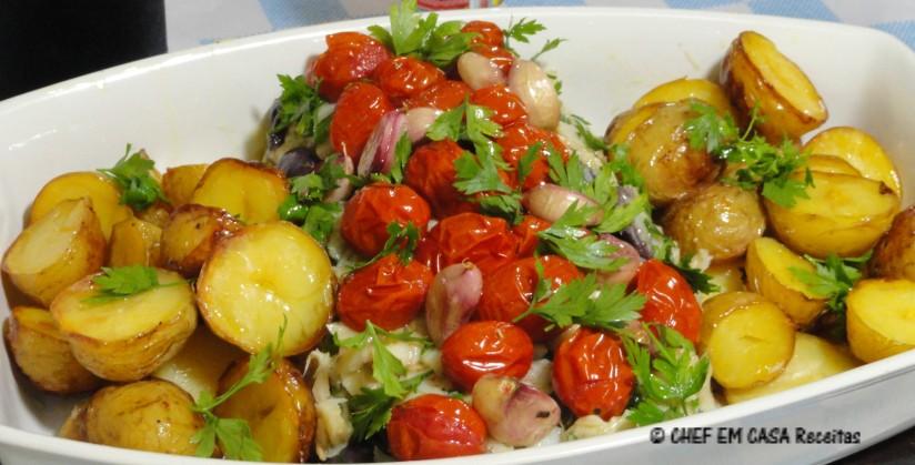 Bacalhau com tomates confitados,em receita de família do Chef em Casa Receitas.